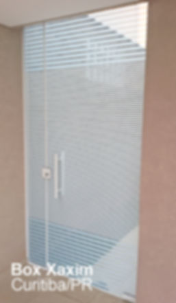 porta_vidro_temperado_jateado_giro_abrir_divisoria_ambientes_atico_porta de abrir_curitiba