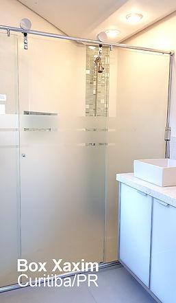 box para banheiro vidro incolor pelicula adesiva jateado com roldanas aparentes modelo elegance curitiba