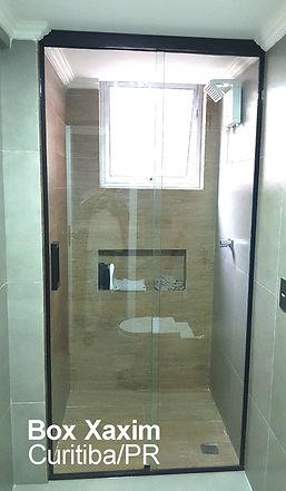 box para banheiro vidro incolor com perfil trilho quadrado preto ate o teto curitiba