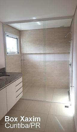 box para banheiro vidro incolor com perfil trilho quadrado branco ate o teto curitiba