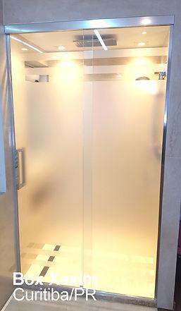 box para banheiro vidro incolor pelicula adesiva jateado com perfil trilho quadrado cromado ate o teto curitiba