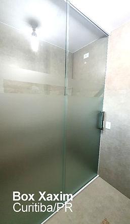 box para banheiro vidro incolor com pelicula adesiva jateado perfil trilho quadrado branco ate o teto curitiba