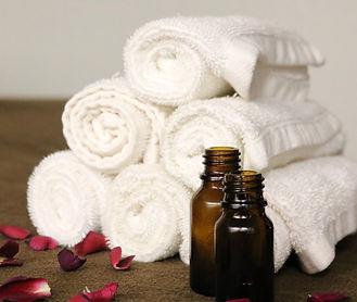 essential-oils-3931430_1920 2.jpg