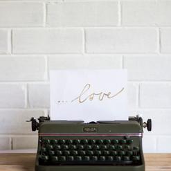 Vintage Typewriter (R200)