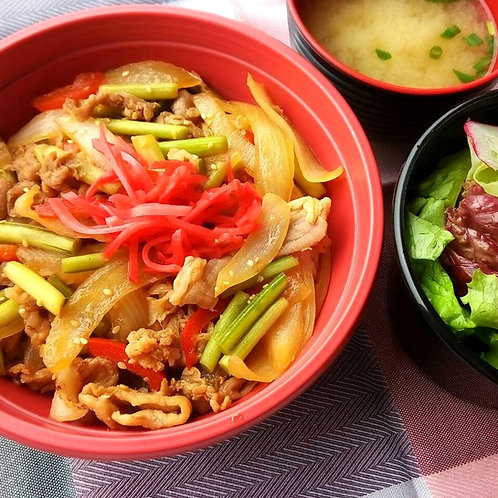 1月23日(水)豚にらスタミナ丼 + サラダ + 味噌汁