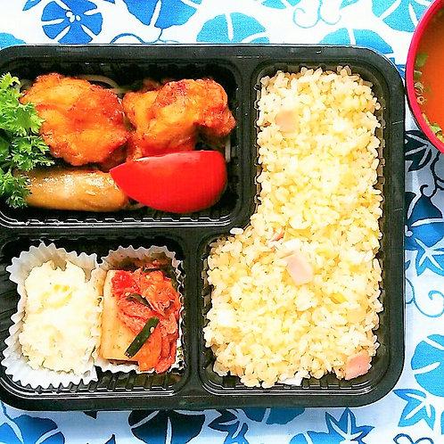 10月29日(月)鶏唐揚チャーハン弁当+ 味噌汁