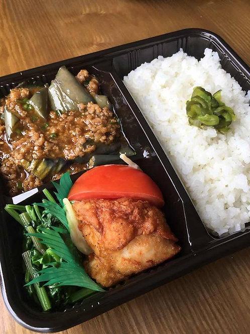 麻婆茄子弁当 + 味噌汁