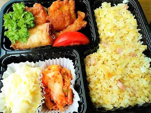 2月28日(木)鶏唐揚チャーハン弁当 + 味噌汁