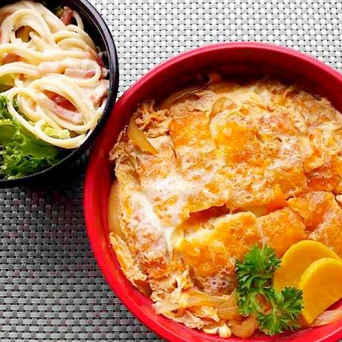 12月3日(月) 柔らかカツの卵とじ丼+ サラダ + 味噌汁