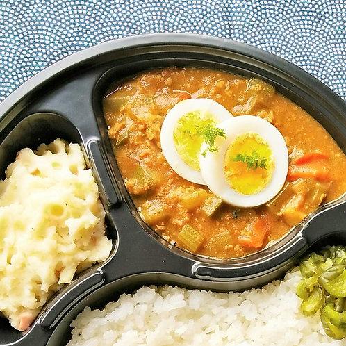 1月3日(木)たっぷり野菜のキーマ風カレー + サラダ