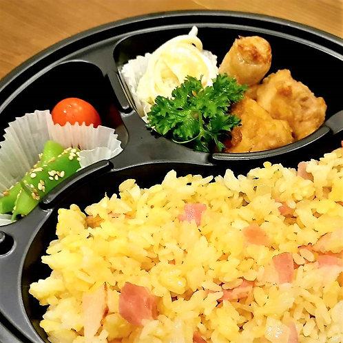 2月28日(木)鶏唐揚げチャーハン弁当(Mサイズ)/ Cơm rang với thịt gà chiên (M)