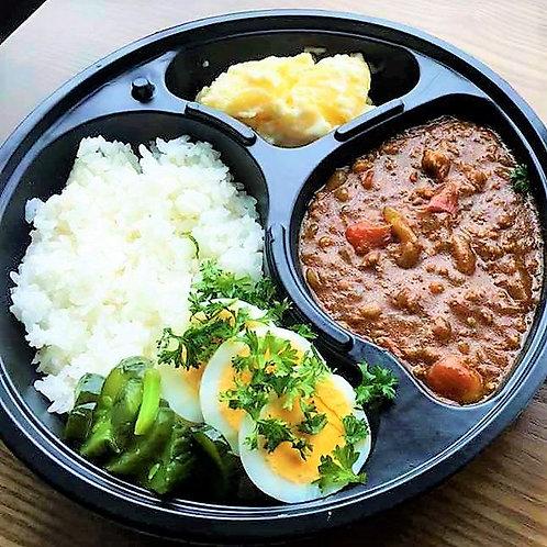 1月25日 (金) トマトのキーマカレー + サラダ(Mサイズ)