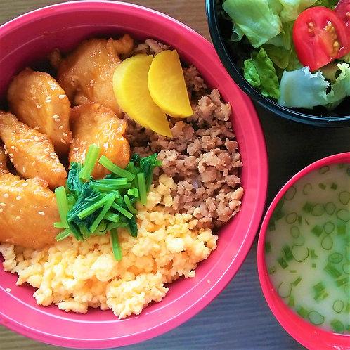 10月24日(水)ピリ辛チキンと鶏そぼろ弁当 + 味噌汁