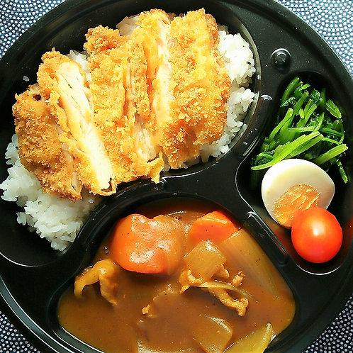 8月12日(月)チキンカツカレー弁当 + サラダ