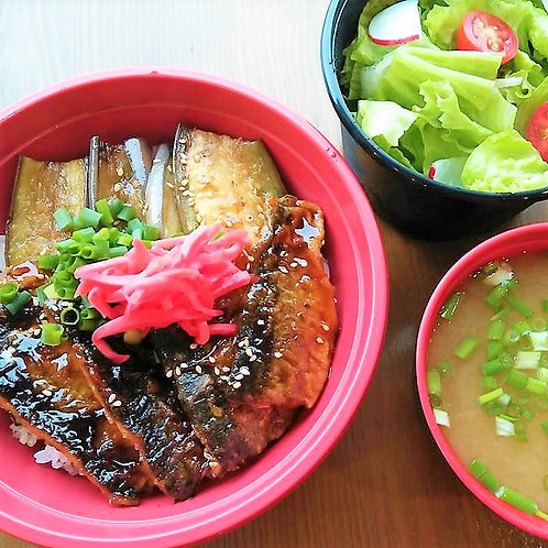 7月10日(水)秋刀魚と焼き茄子丼 + サラダ + 味噌汁