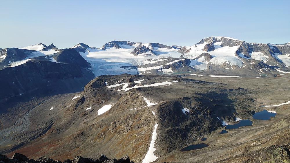 Utsikt mot Veotinder, Memurutinder og Leirhøe blant andre.