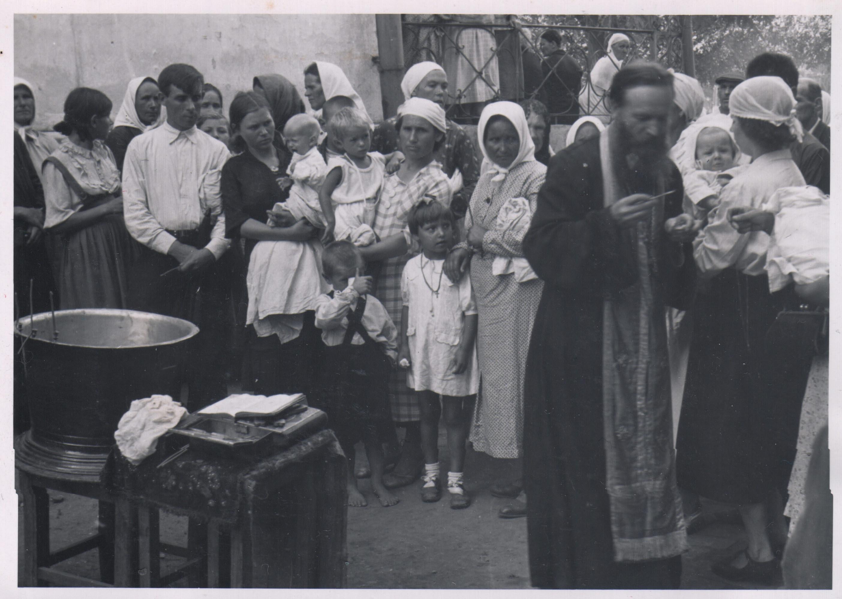 Серия фотографий обряда крещения