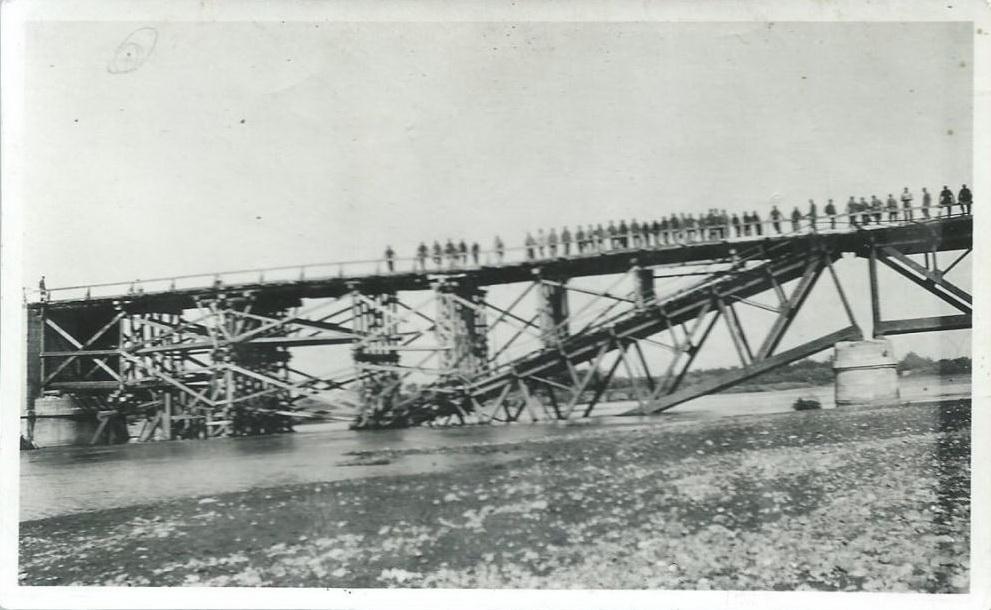 Ремонт гитлеровцами моста через Куба