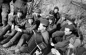 Солдаты РККА в перерывах между сражениями
