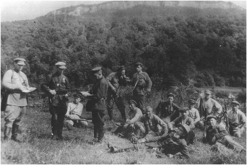 Бойцы армавирского партизанского отряда