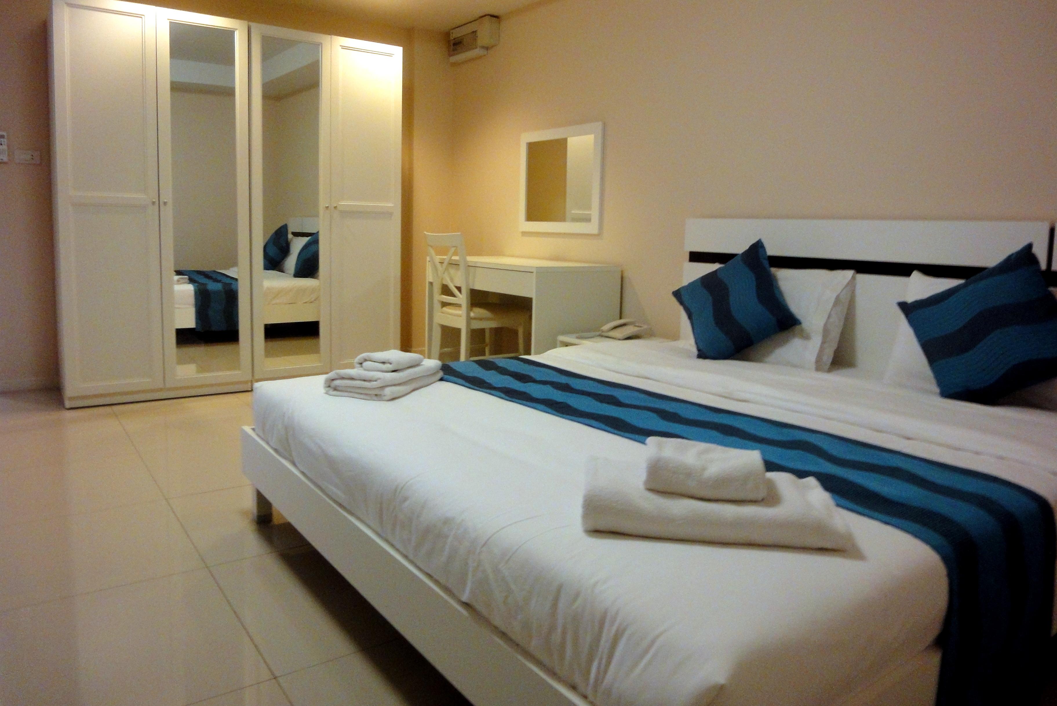 Senior Suite Bedroom 1