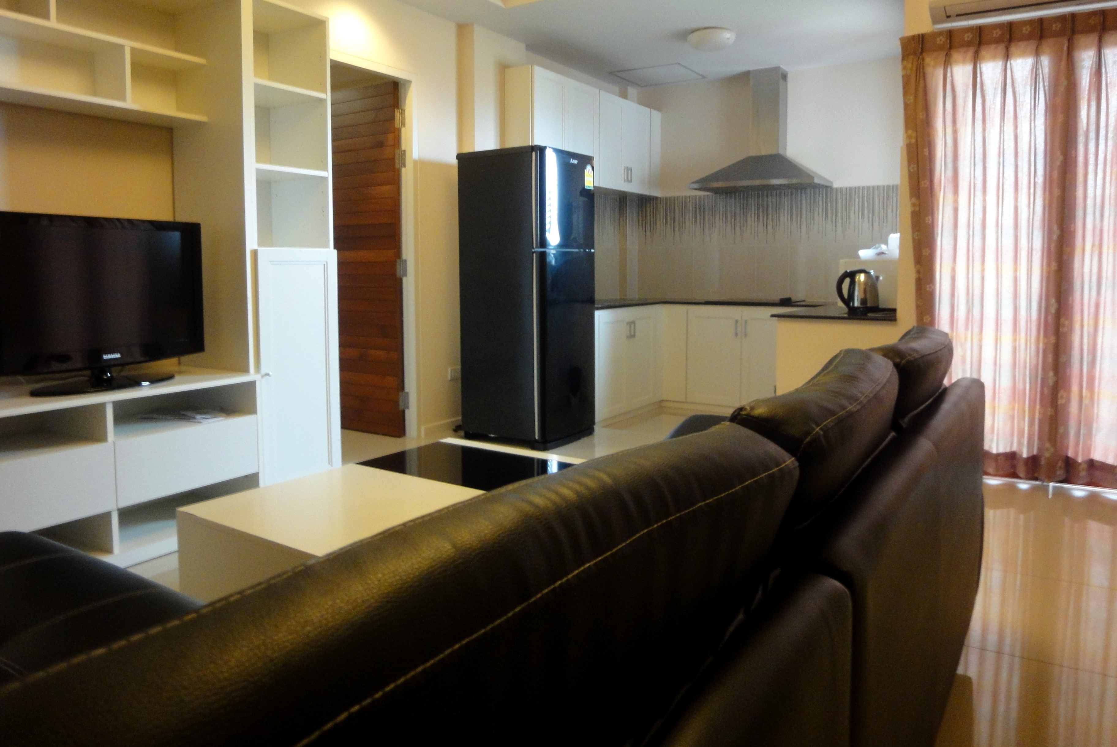 Senior Suite Living Room / Kitchen