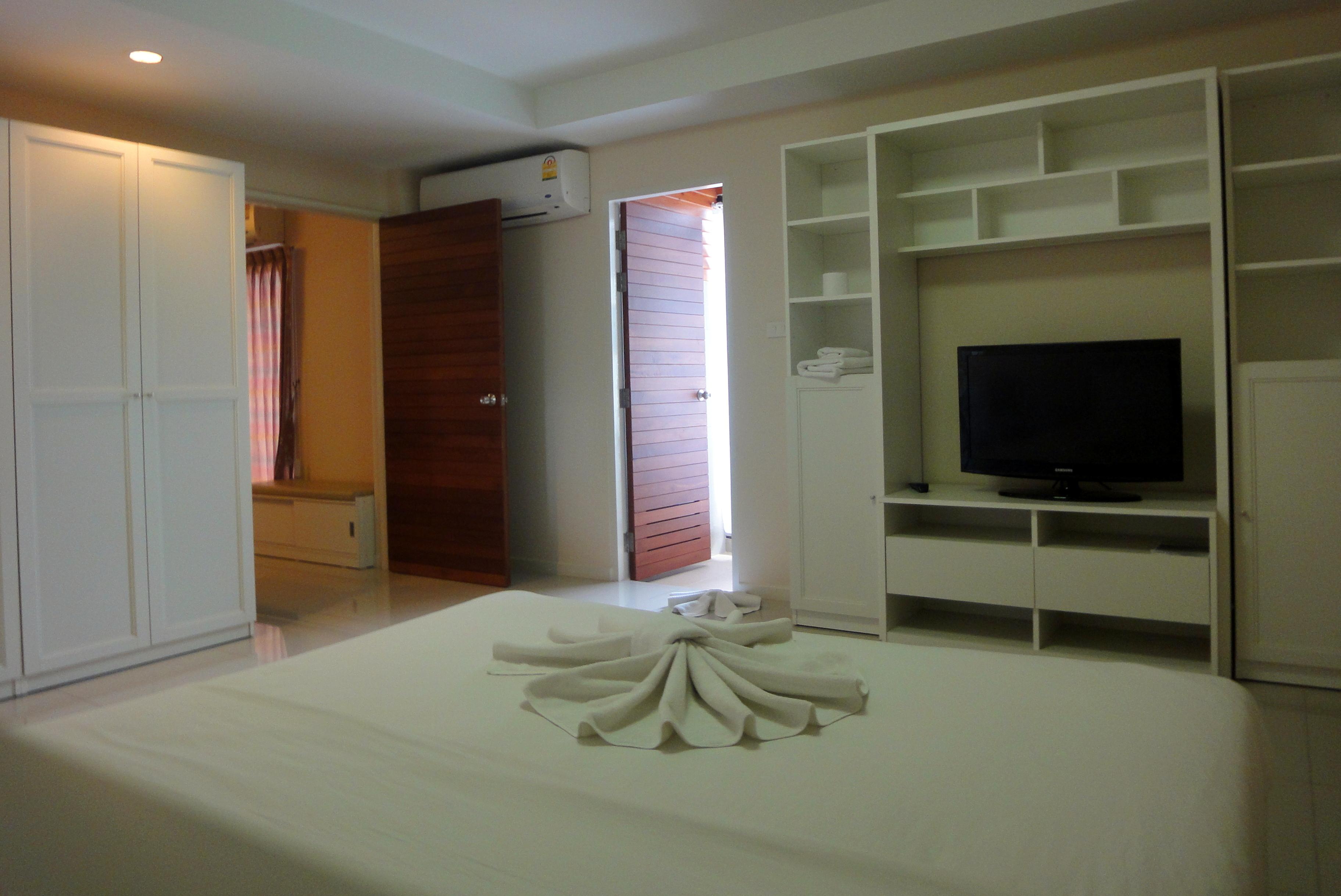 Senior Suite Bedroom 2