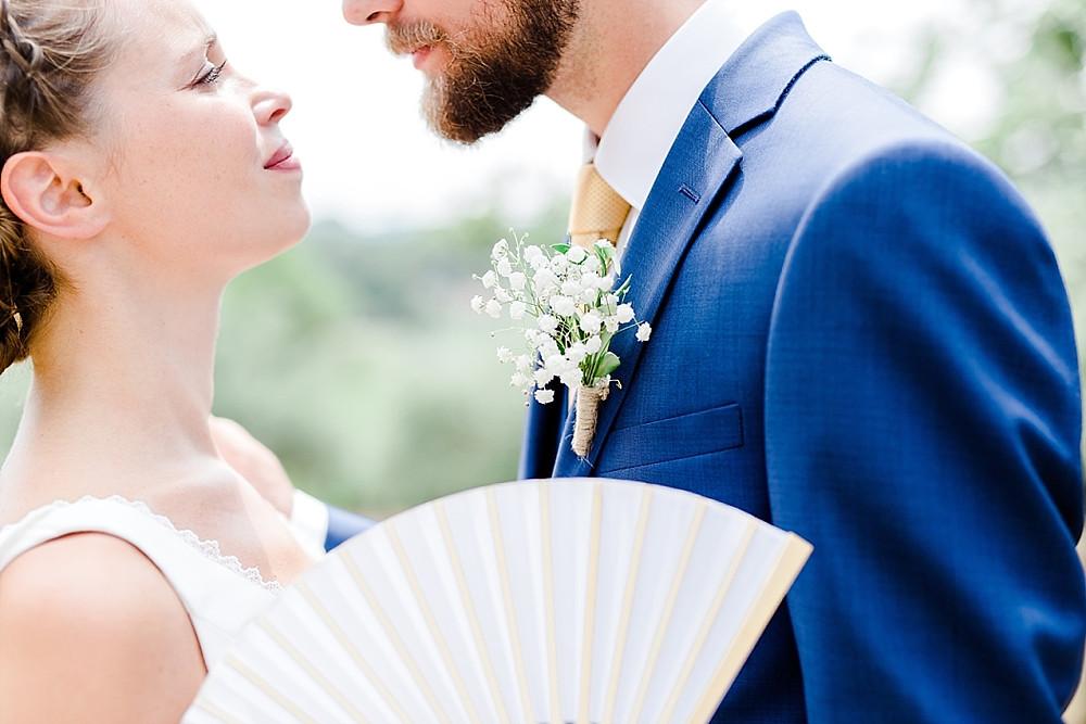 photo des maries realiselors de leur mariage en provence
