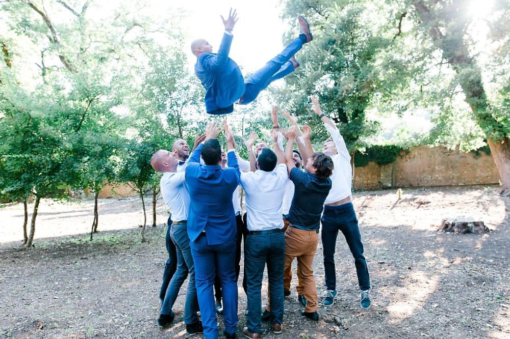 photographie de groupe lors d'un mariageau domaine Saint-Martin, Flassans sur Issole