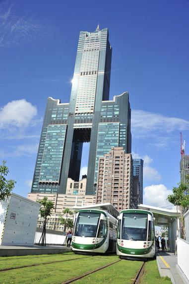高雄85大樓-高雄輕軌c8高雄展覽館站