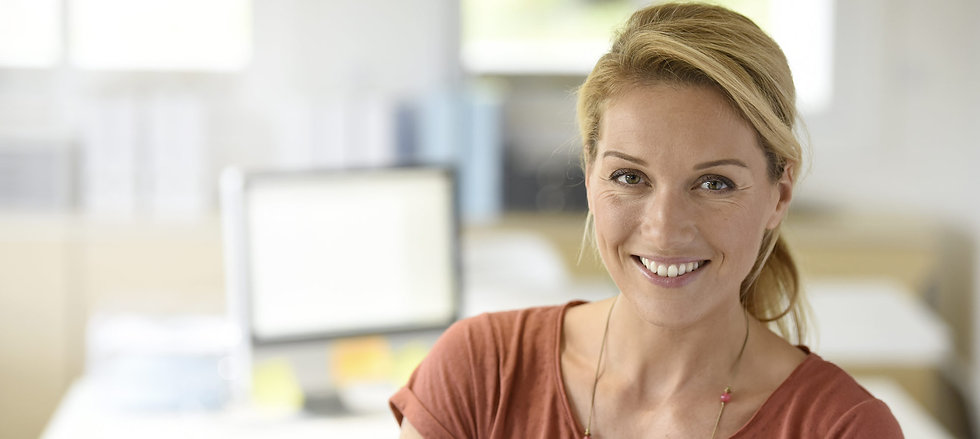SMiling woman applying for skilled migrant visa in NZ