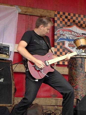 Alfons van Niel : gitaar