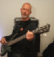 Walter van Gulik : basgitaar