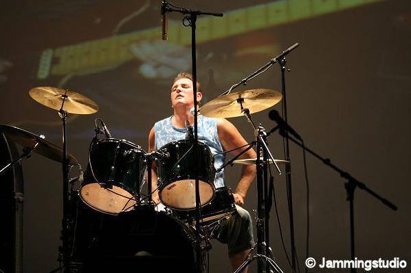 Leendert Oostveen : drums / zang