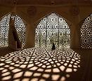 Prier dans la mosquée