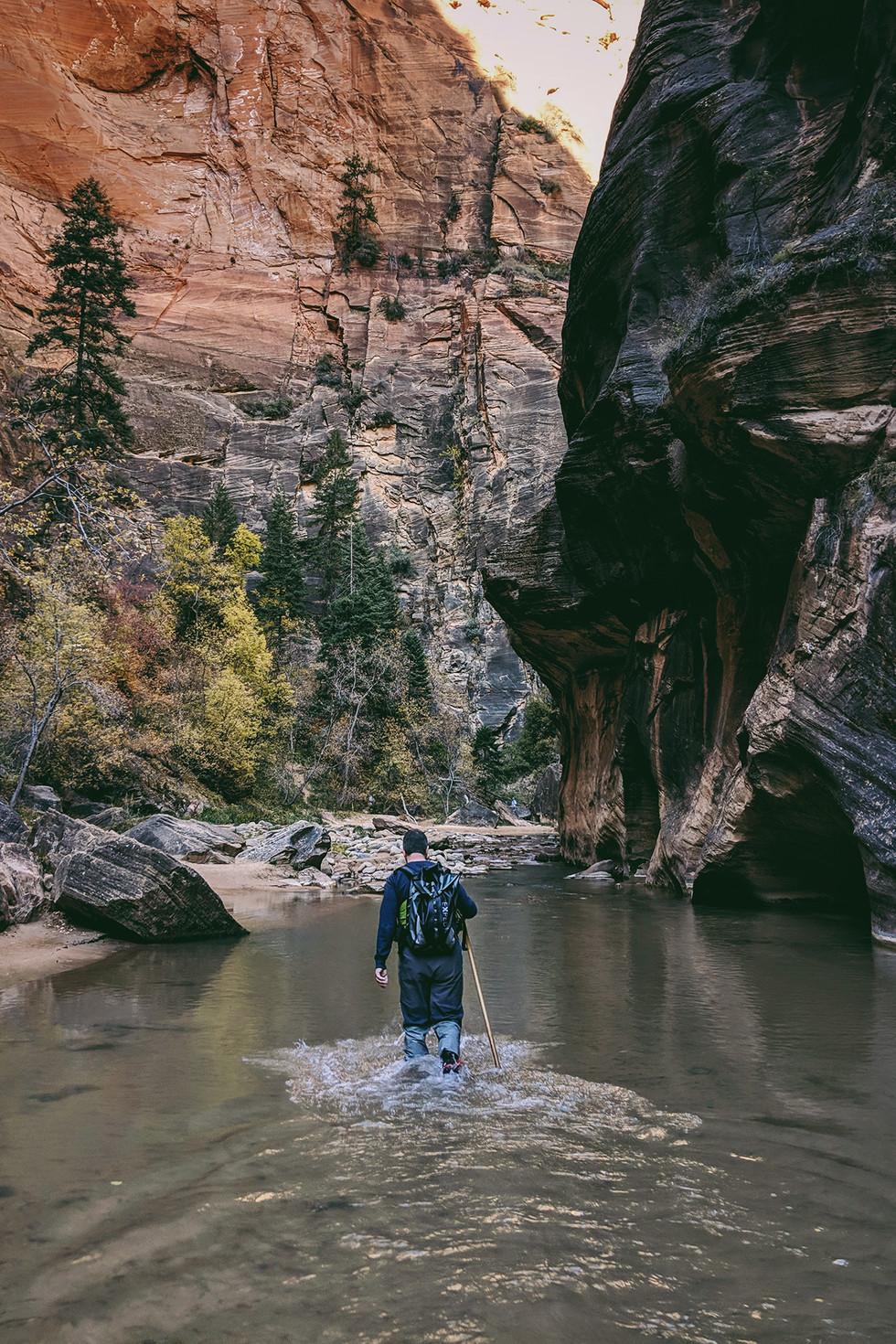 America-National-Park-Zion-Narrows-hikin