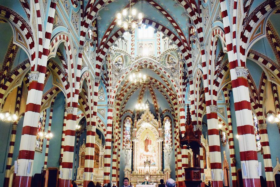 colombia-bogota-church-interior.png