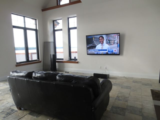 "Boathouse 80"" TV"