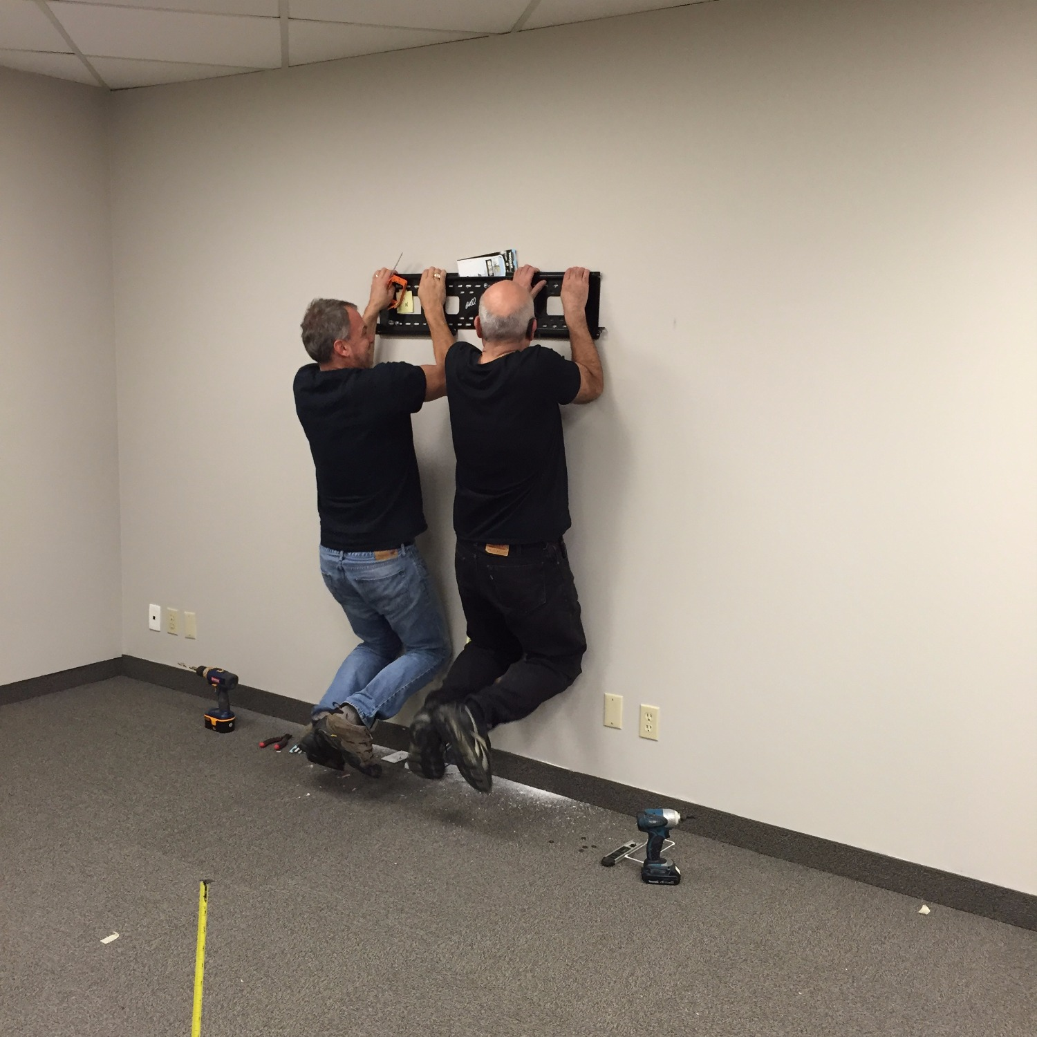 Load Testing a Wall Mount
