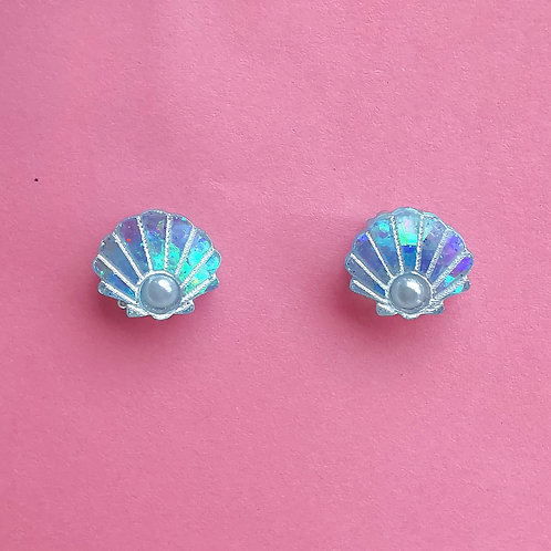 Shell pearl studs