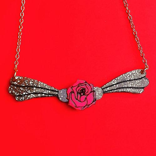 Magic rose necklace