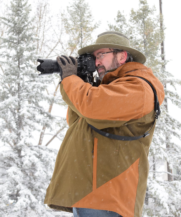 wildlife photographer in snow DSC_0733