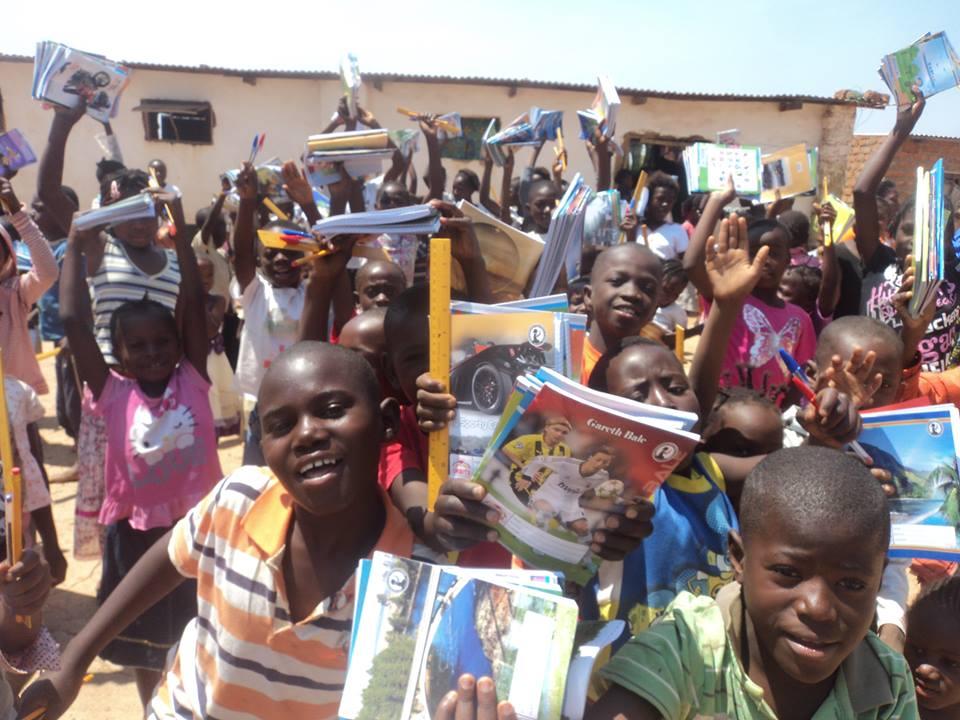 Crianas1 Lubumbashi com Material Escolar 09 2014