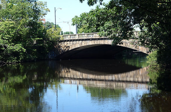 Watertown_Bridge_-_Watertown,_MA_-_DSC03