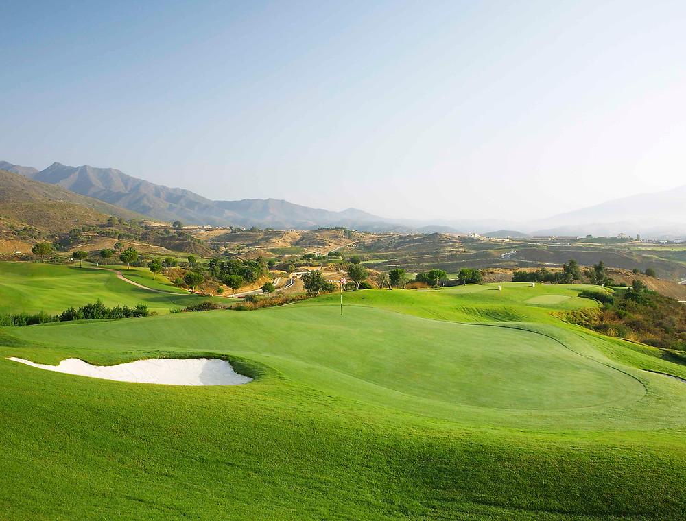 """La Cala Resort in Mijas Costa ist eines der größten und exklusivsten Resorts in Südeuropa, mit drei 18-Loch Kursen, der einzigen Leadbetter Golf Akademie in Spanien und einem erstklassigen 6-Loch par 3 """"Pitch & Putt Platz""""."""