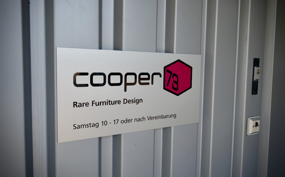 Beschriftungen & Montage Cooper73 - Rare Furniture Design