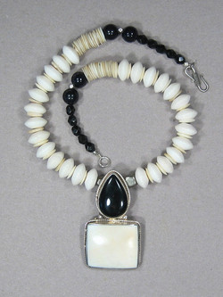 25-onyx-conch-shell-front.jpg