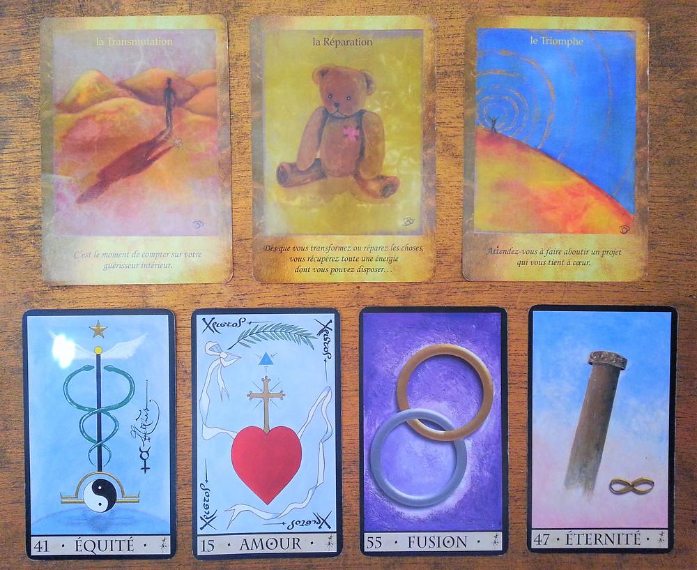 Cartes tirées de L'Oracle de la Triade de Dominike Duplaa et de l'Oracle Les Portes de l'Intuition de Vanessa Mielczareck et Brigitte Barberane