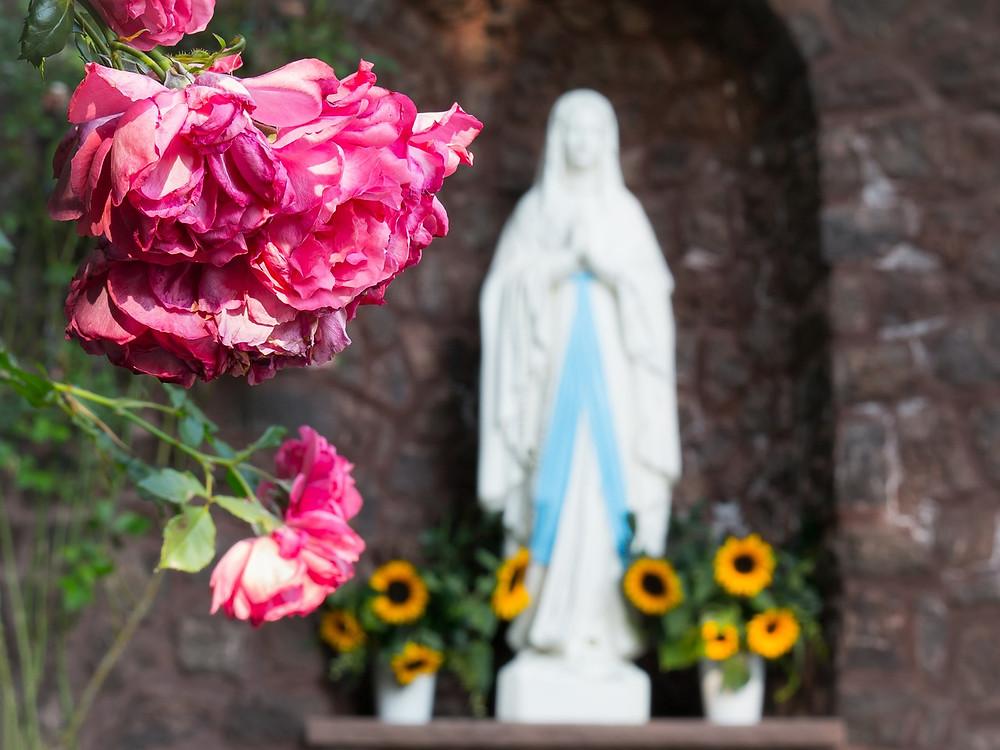 """Soin énergétique à thème """"Accueillir l'Abondance"""": Le soin de M. : Mère Marie, Sœurs de Cœur..."""