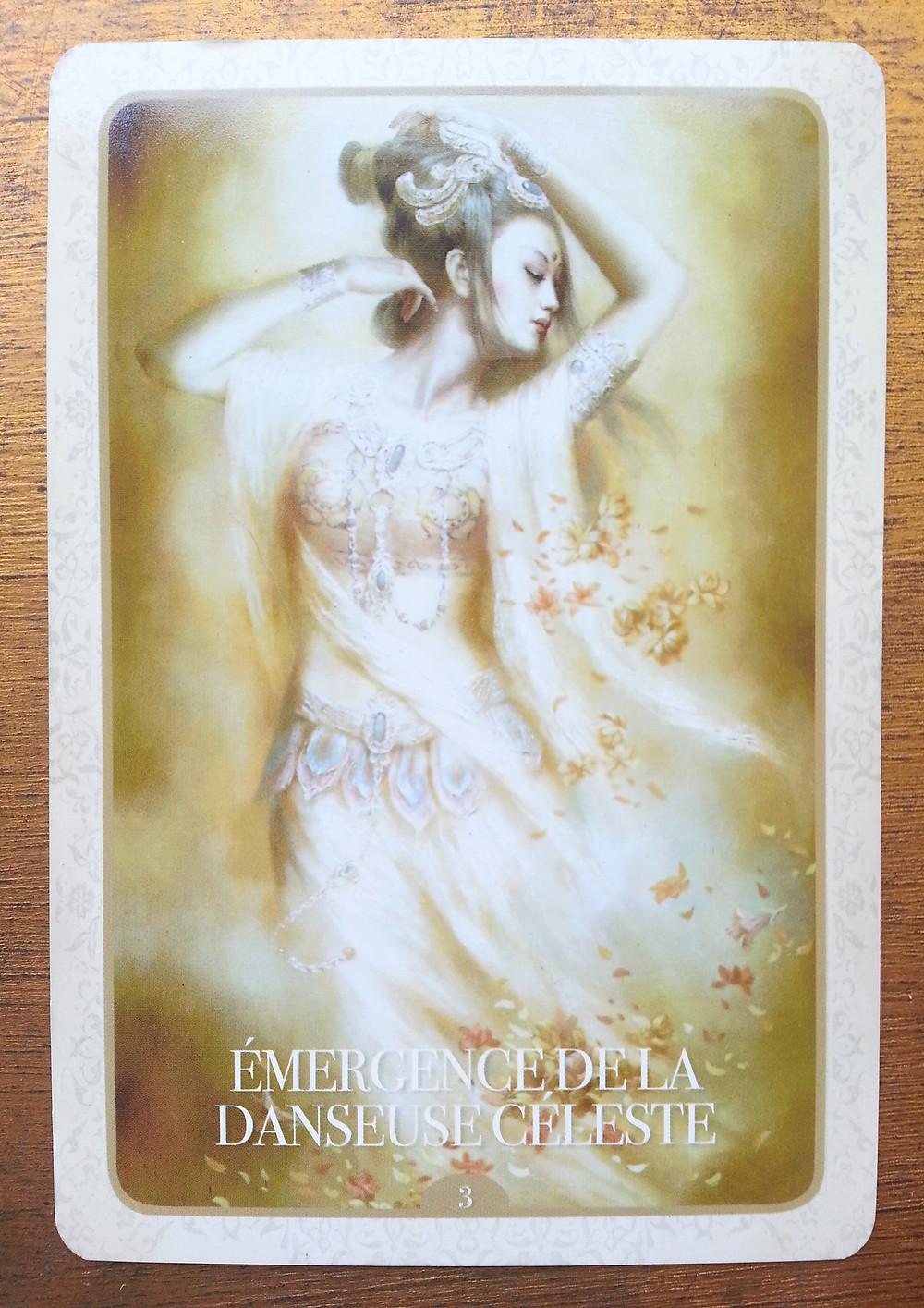 Carte tirée de l'Oracle de Kuan Yin d'Alana Fairchild - Émergence de la danseuse céleste